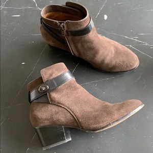 🖤 COACH turnlock suede ankle boots